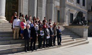 REDER: Los grupos políticos firmantes -PSOE, Podemos, En Comú Podem, En Marea, Izquierda Unida, PNV, Compromís, ERC, PdCat, Nueva Canarias y EH-Bildu- se comprometen a adoptar las medidas legislativas necesarias para desarrollar los objetivos del Pacto